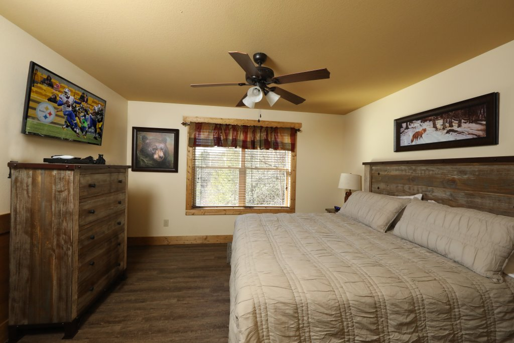 Photo of a Gatlinburg Cabin named Splash Time Cinema - This is the twenty-fourth photo in the set.