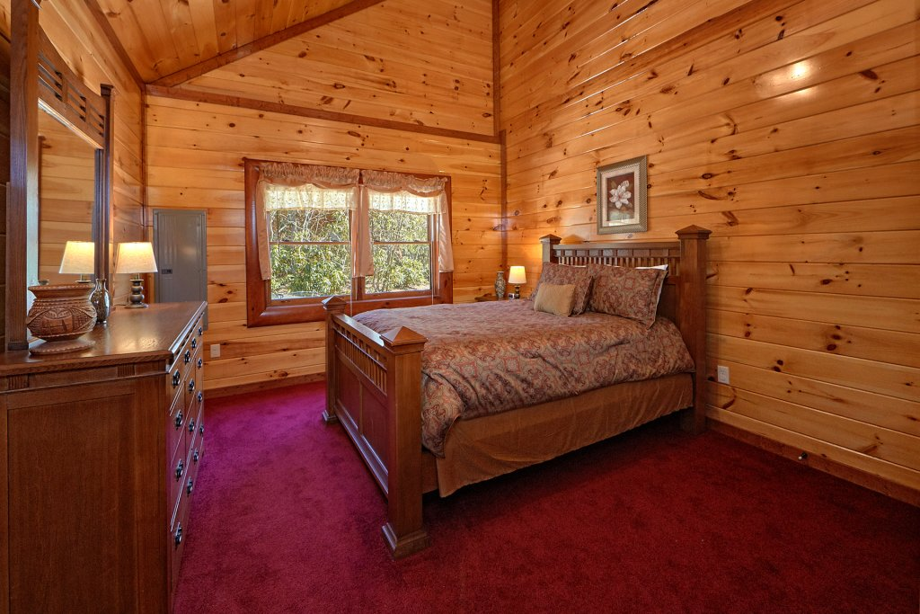 Photo of a Gatlinburg Cabin named Sweet Tranquility Pool Lodge - This is the sixteenth photo in the set.