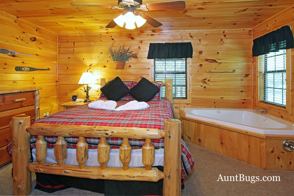 Photo of a Gatlinburg Cabin named Shamrock Lodge #215 - This is the eighteenth photo in the set.