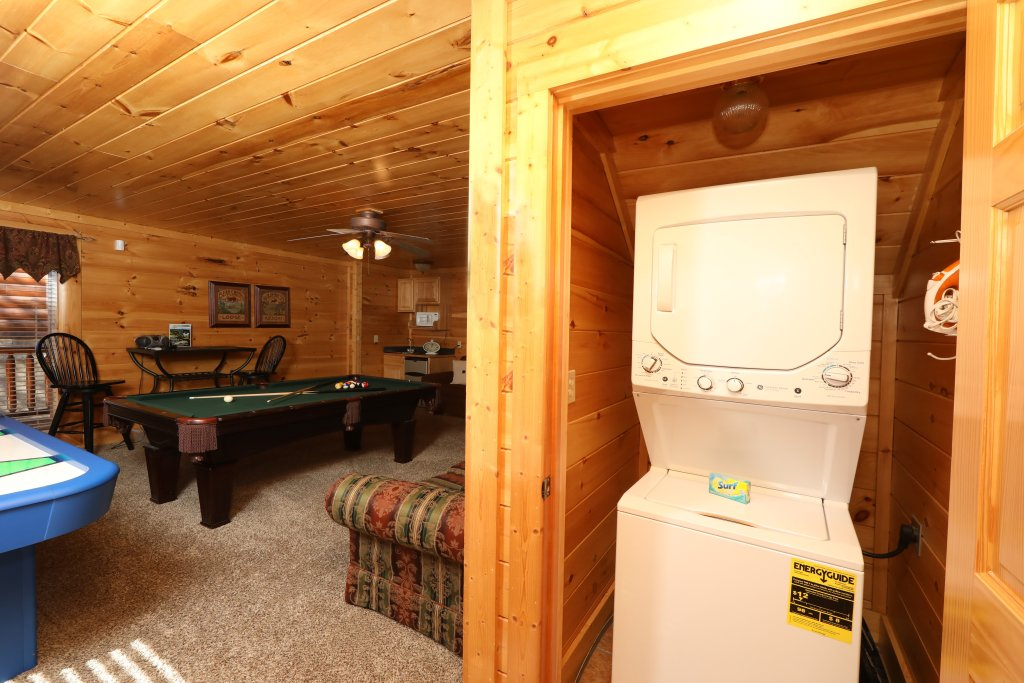 Photo of a Pigeon Forge Cabin named Mountain Blessings - This is the thirty-seventh photo in the set.