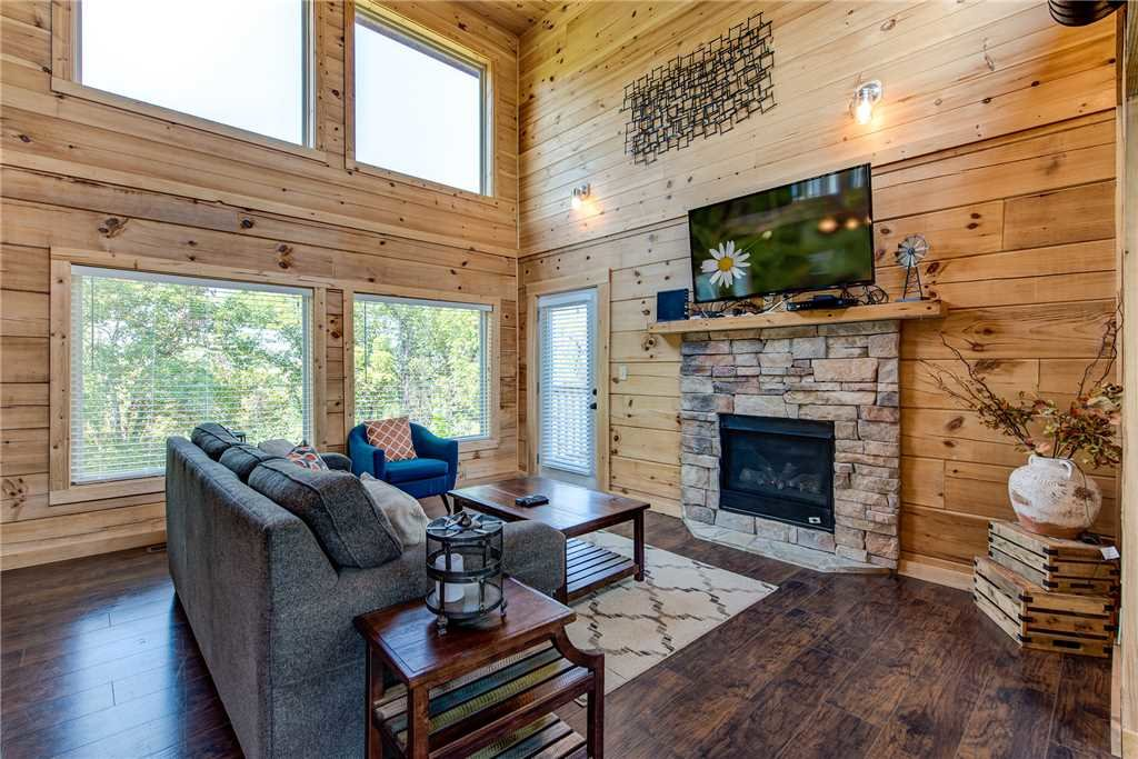 Photo of a Pigeon Forge Cabin named Mountain Splash - This is the second photo in the set.