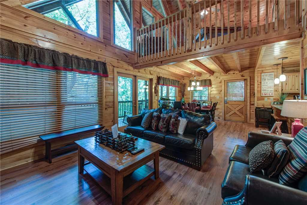 Photo of a Pigeon Forge Cabin named Holly Berry - This is the third photo in the set.