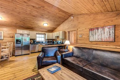 Simply Serene, 3 Bedrooms, Pet Friendly, Hot Tub, Pool Table, Sleeps 12