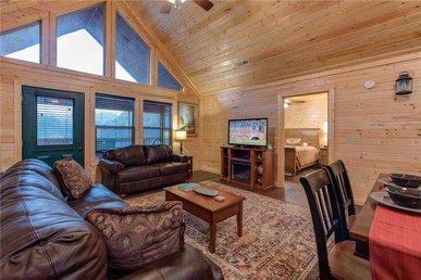 Emily's Hideaway, 4 Bedroom, Mountain View, Hot Tub, Wifi, Arcade,sleeps 10