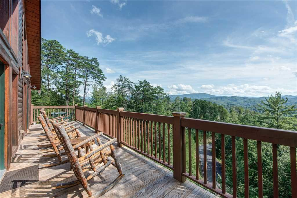 Photo of a Sevierville Cabin named Moonlit Hideaway - This is the second photo in the set.
