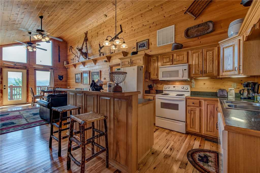 Photo of a Pigeon Forge Cabin named Moonlit Hideaway - This is the eighth photo in the set.