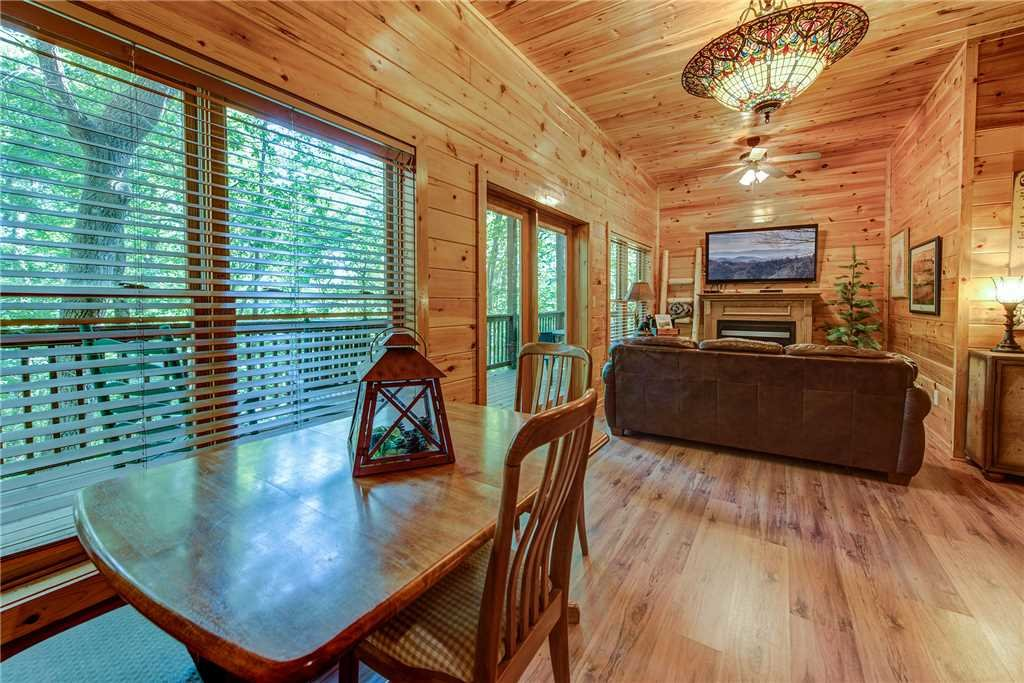 Photo of a Pigeon Forge Cabin named Holly Berry - This is the eighteenth photo in the set.