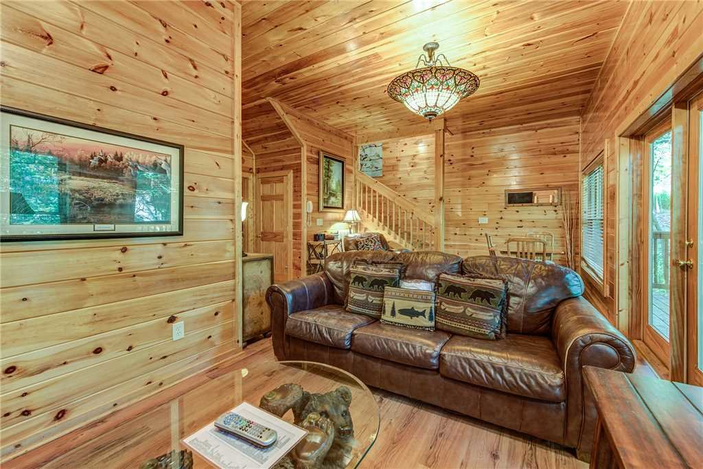 Photo of a Pigeon Forge Cabin named Holly Berry - This is the seventeenth photo in the set.