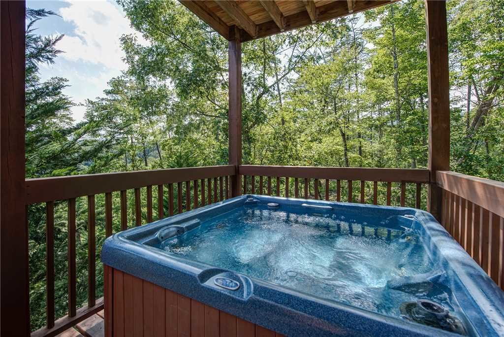 Photo of a Pigeon Forge Cabin named Moonlit Hideaway - This is the third photo in the set.