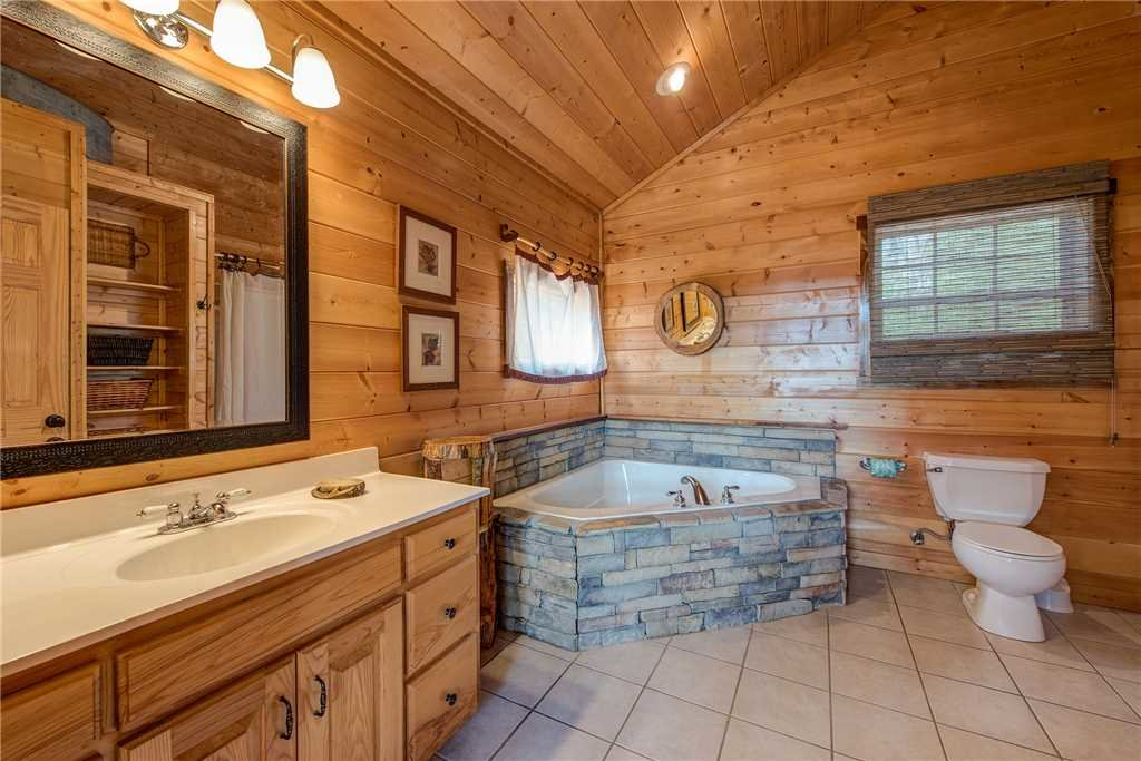 Photo of a Sevierville Cabin named Moonlit Hideaway - This is the sixteenth photo in the set.