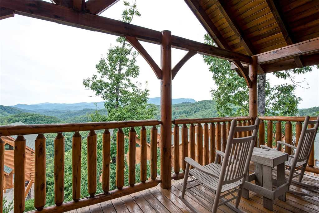 Photo of a Pigeon Forge Cabin named Mountain Seduction - This is the second photo in the set.