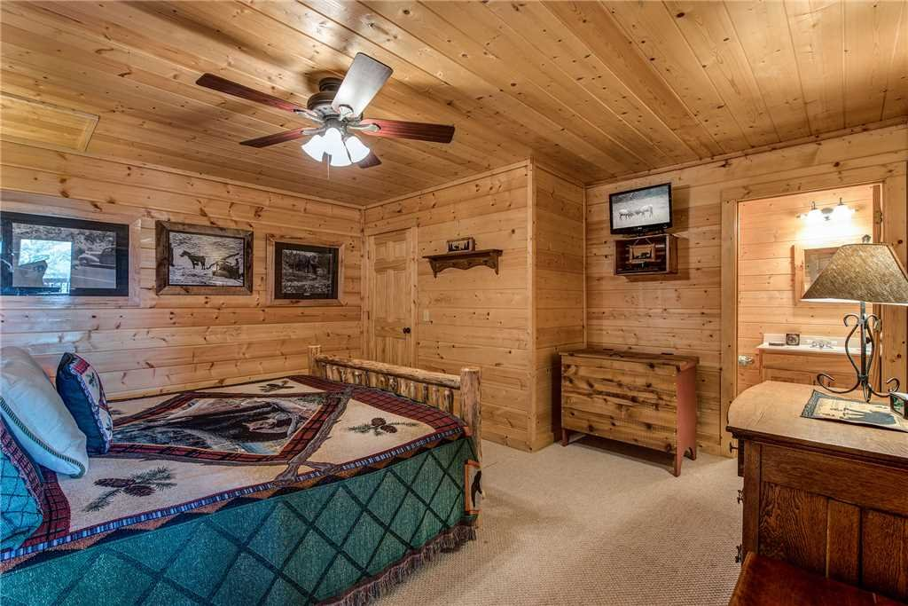 Photo of a Sevierville Cabin named Moonlit Hideaway - This is the nineteenth photo in the set.