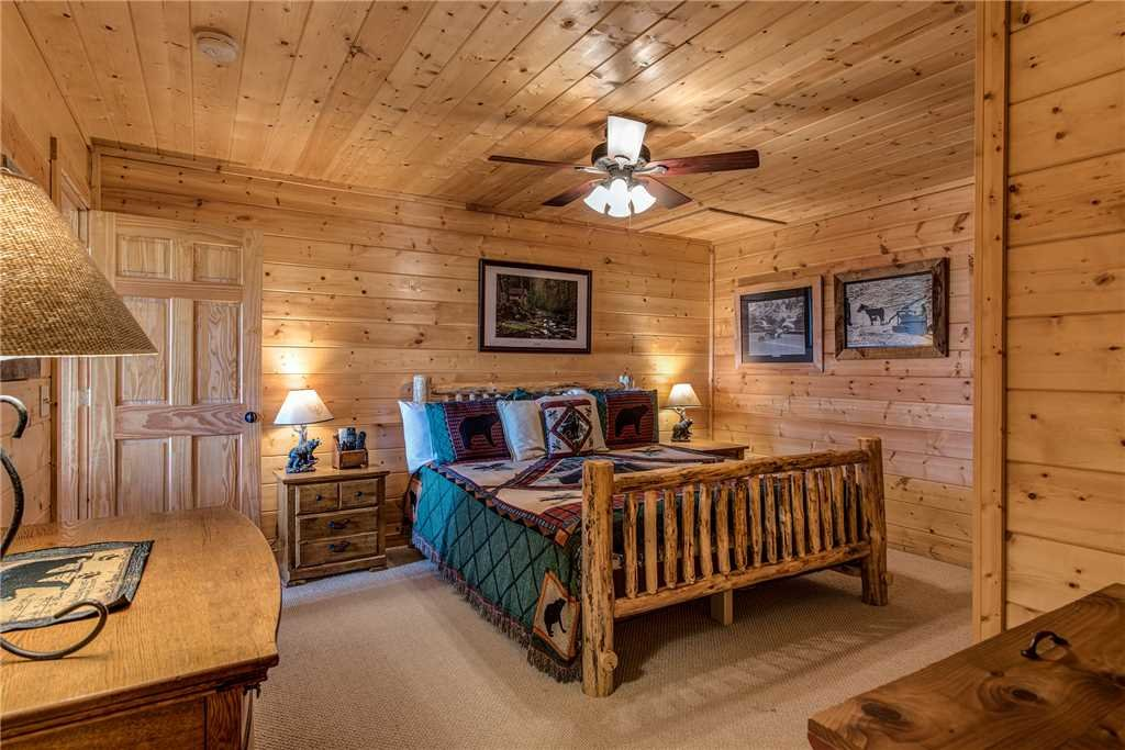 Photo of a Sevierville Cabin named Moonlit Hideaway - This is the eighteenth photo in the set.