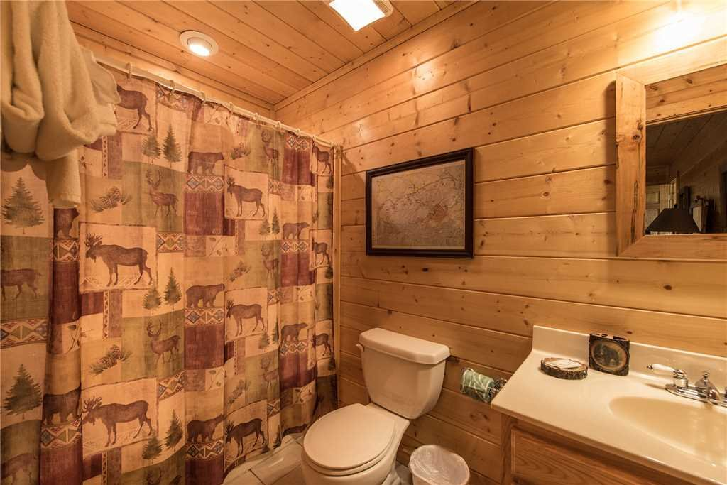 Photo of a Pigeon Forge Cabin named Moonlit Hideaway - This is the twentieth photo in the set.