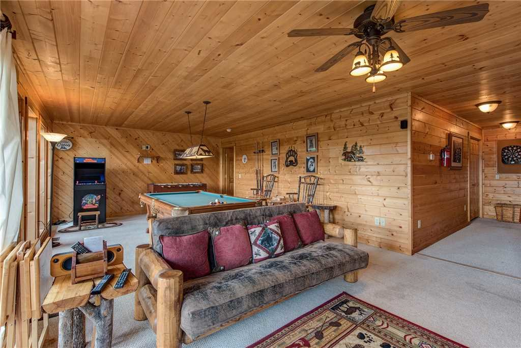 Photo of a Sevierville Cabin named Moonlit Hideaway - This is the twelfth photo in the set.