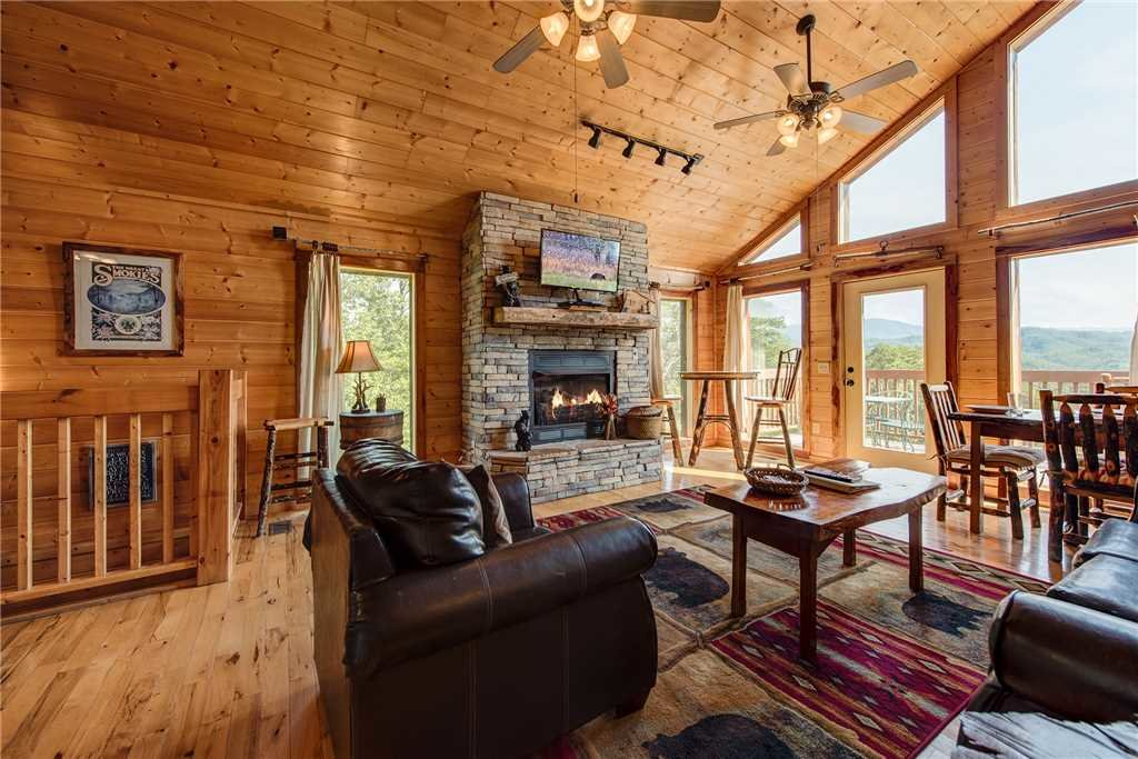 Photo of a Sevierville Cabin named Moonlit Hideaway - This is the fourth photo in the set.