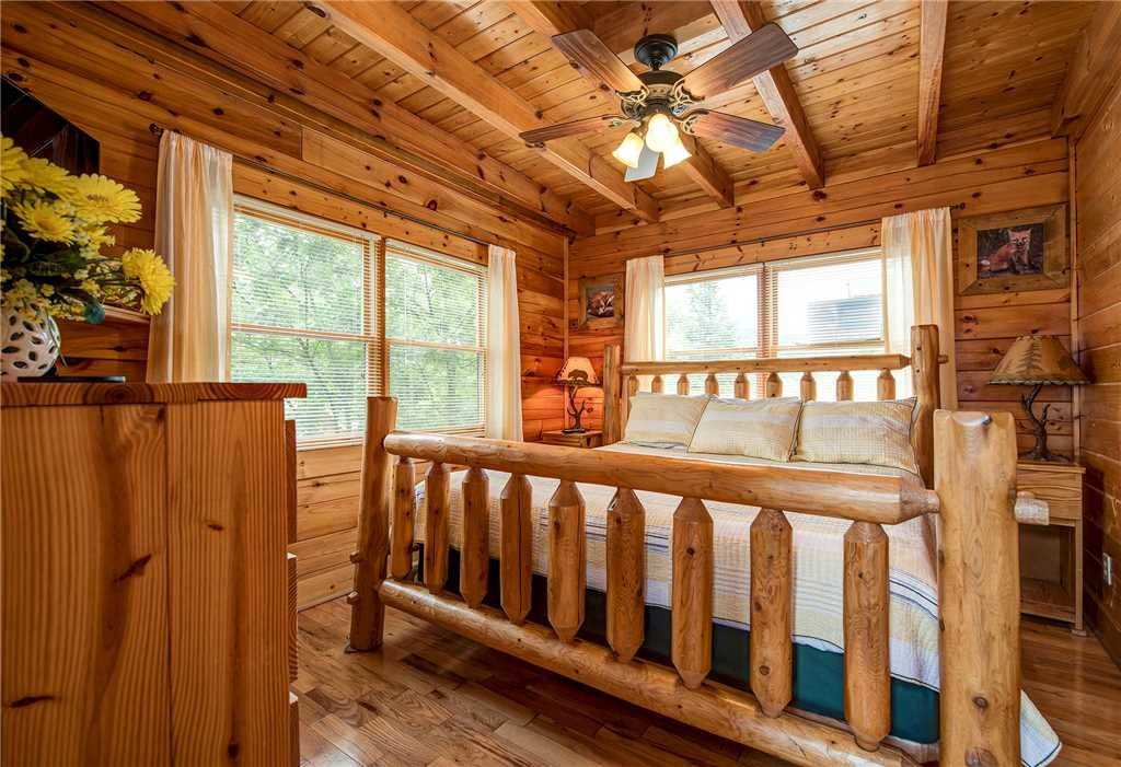 Photo of a Pigeon Forge Cabin named Mountain Seduction - This is the eighteenth photo in the set.