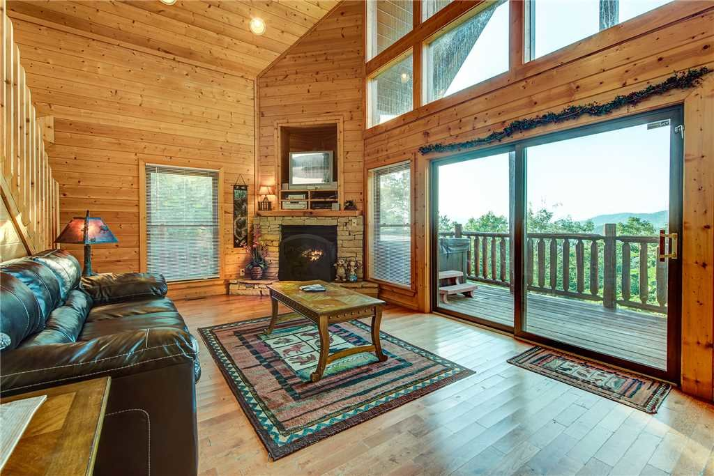Photo of a Pigeon Forge Cabin named Bear Bluffs - This is the fourth photo in the set.