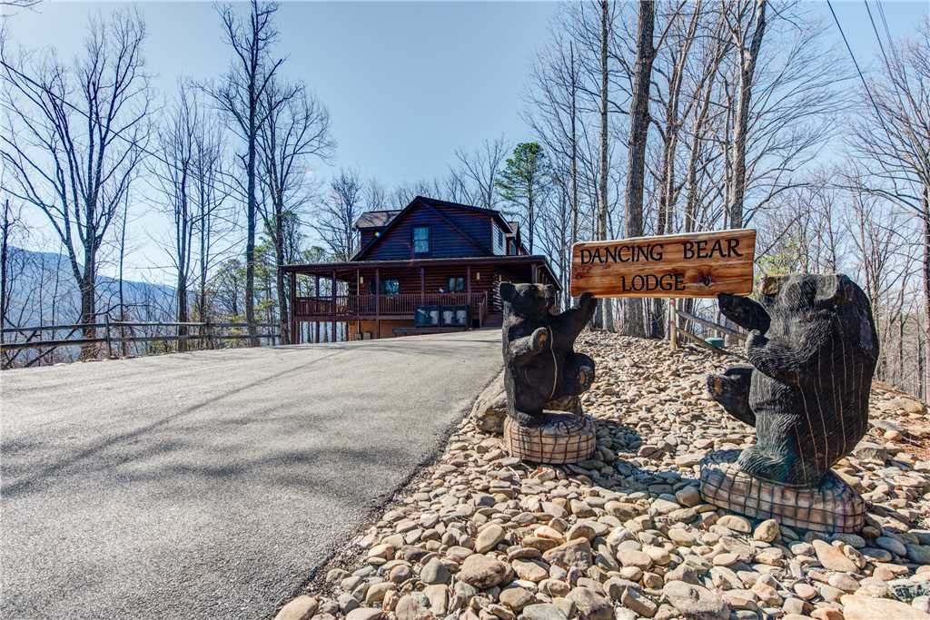 Photo of a Gatlinburg Cabin named Dancing Bear Lodge - This is the third photo in the set.