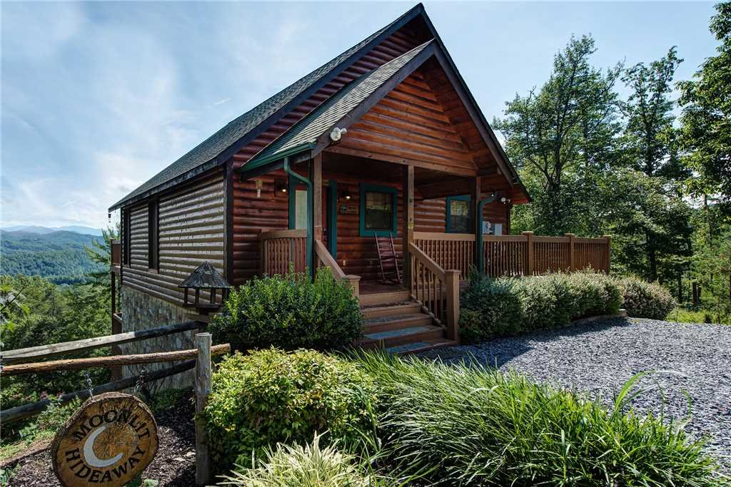 Photo of a Pigeon Forge Cabin named Moonlit Hideaway - This is the twenty-third photo in the set.