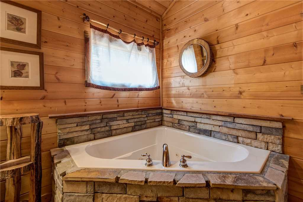 Photo of a Pigeon Forge Cabin named Moonlit Hideaway - This is the seventeenth photo in the set.