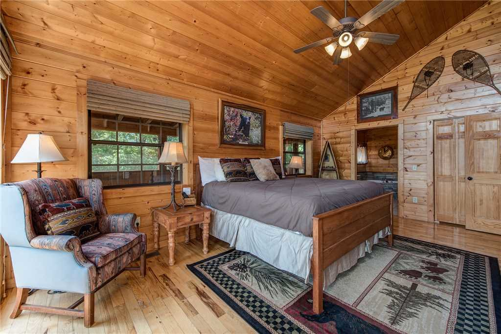 Photo of a Pigeon Forge Cabin named Moonlit Hideaway - This is the fourteenth photo in the set.