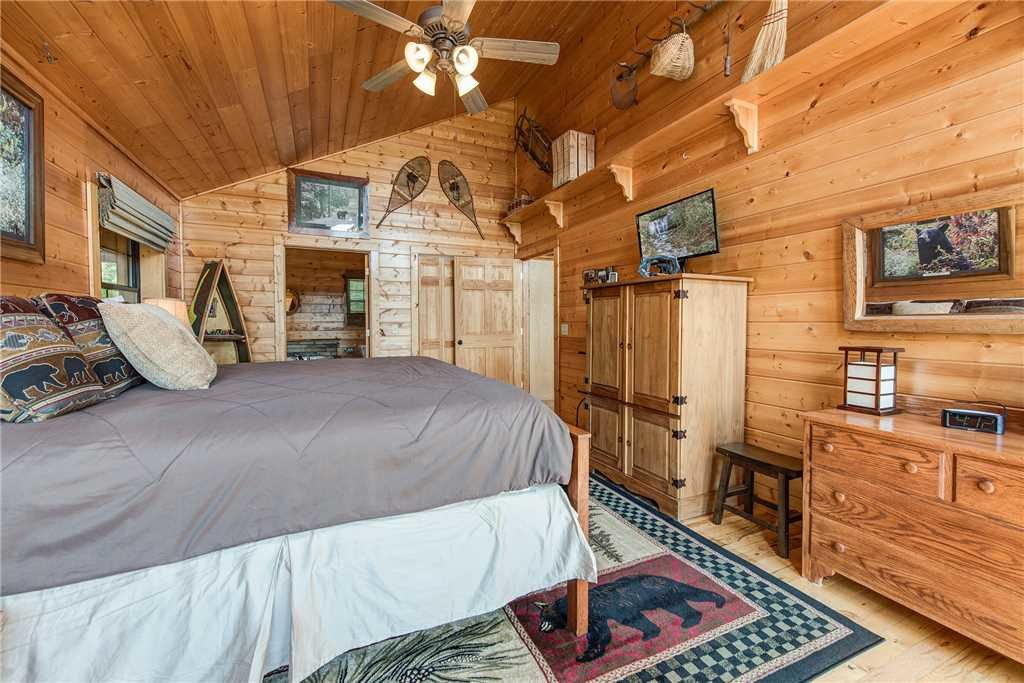 Photo of a Pigeon Forge Cabin named Moonlit Hideaway - This is the fifteenth photo in the set.