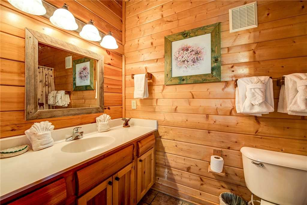Photo of a Pigeon Forge Cabin named Mountain Seduction - This is the twentieth photo in the set.