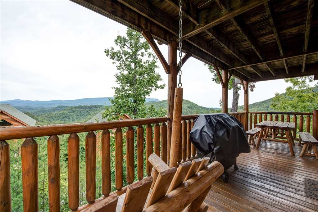 Photo of a Pigeon Forge Cabin named Mountain Seduction - This is the twenty-fourth photo in the set.