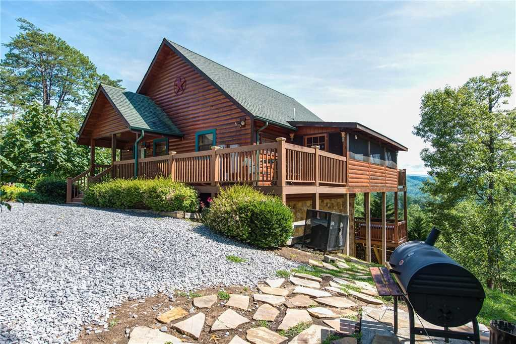 Photo of a Pigeon Forge Cabin named Moonlit Hideaway - This is the twenty-second photo in the set.