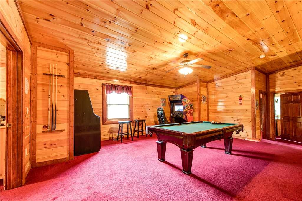 Photo of a Gatlinburg Cabin named Grand Bear Lodge - This is the eleventh photo in the set.