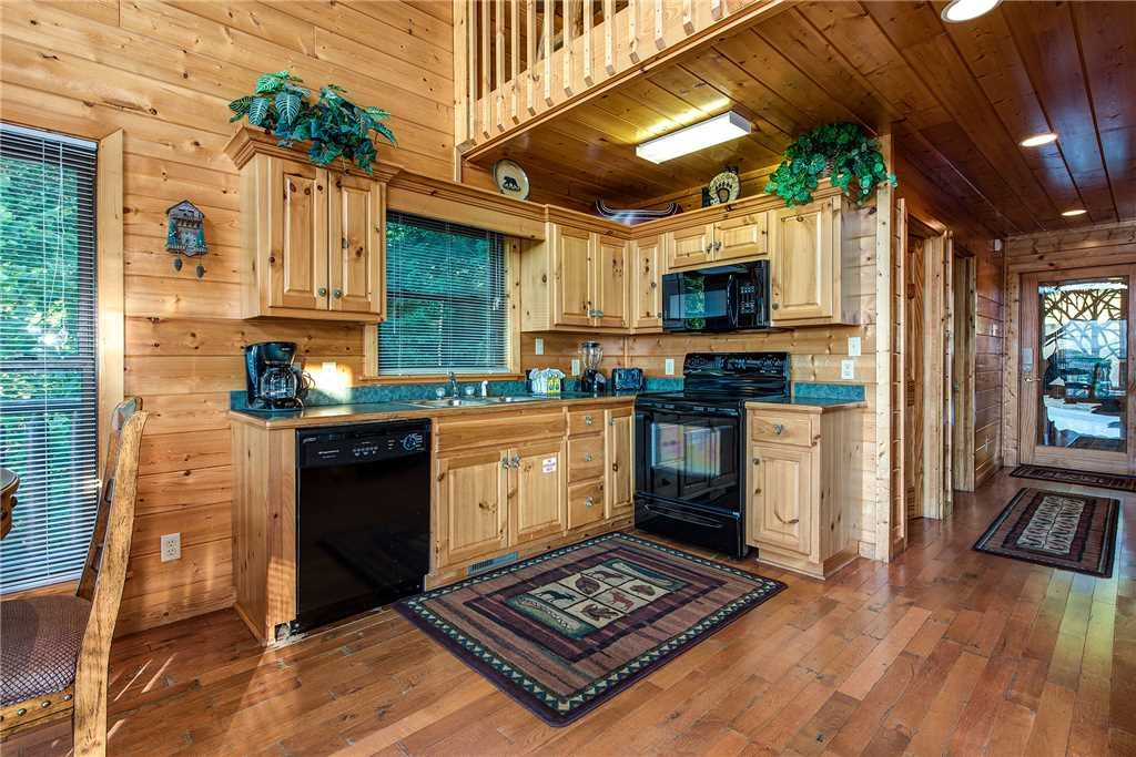 Photo of a Pigeon Forge Cabin named Bear Bluffs - This is the seventh photo in the set.