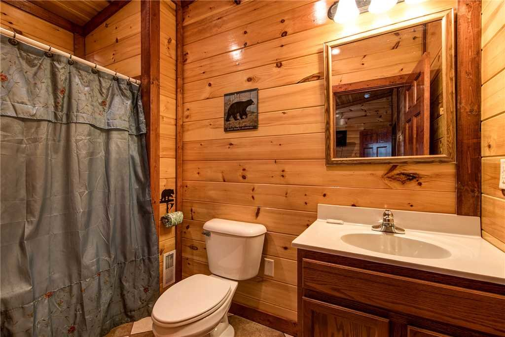 Photo of a Gatlinburg Cabin named Grand Bear Lodge - This is the twenty-third photo in the set.
