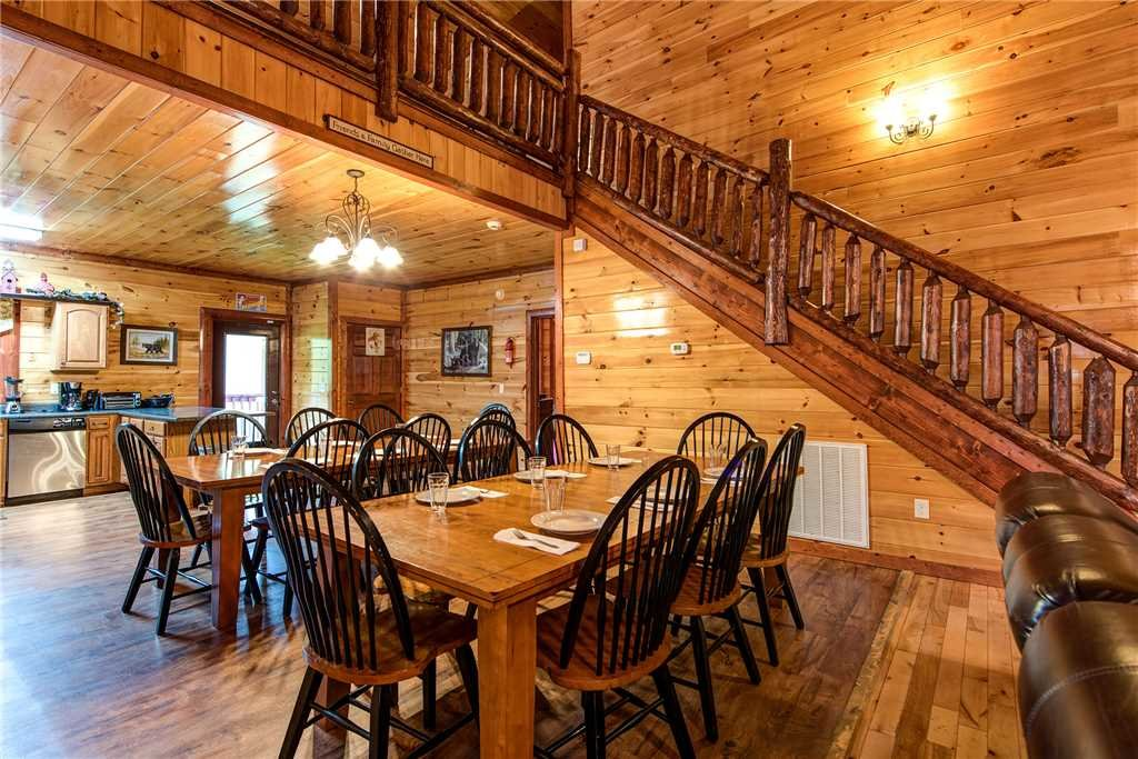 Photo of a Gatlinburg Cabin named Grand Bear Lodge - This is the fifth photo in the set.
