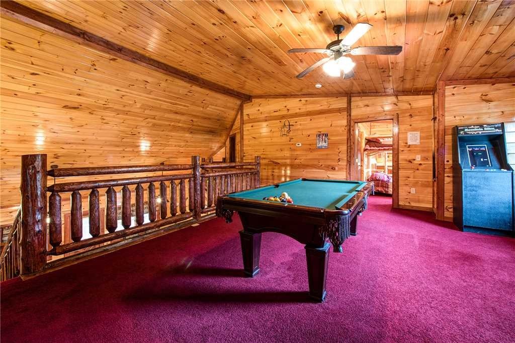 Photo of a Gatlinburg Cabin named Grand Bear Lodge - This is the tenth photo in the set.