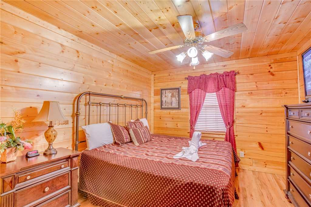 Photo of a Pigeon Forge Cabin named Simple Elegance - This is the twenty-first photo in the set.