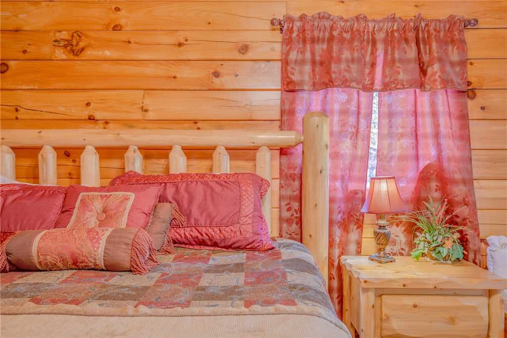 Photo of a Pigeon Forge Cabin named Simple Elegance - This is the fourteenth photo in the set.