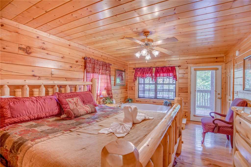Photo of a Pigeon Forge Cabin named Simple Elegance - This is the twelfth photo in the set.