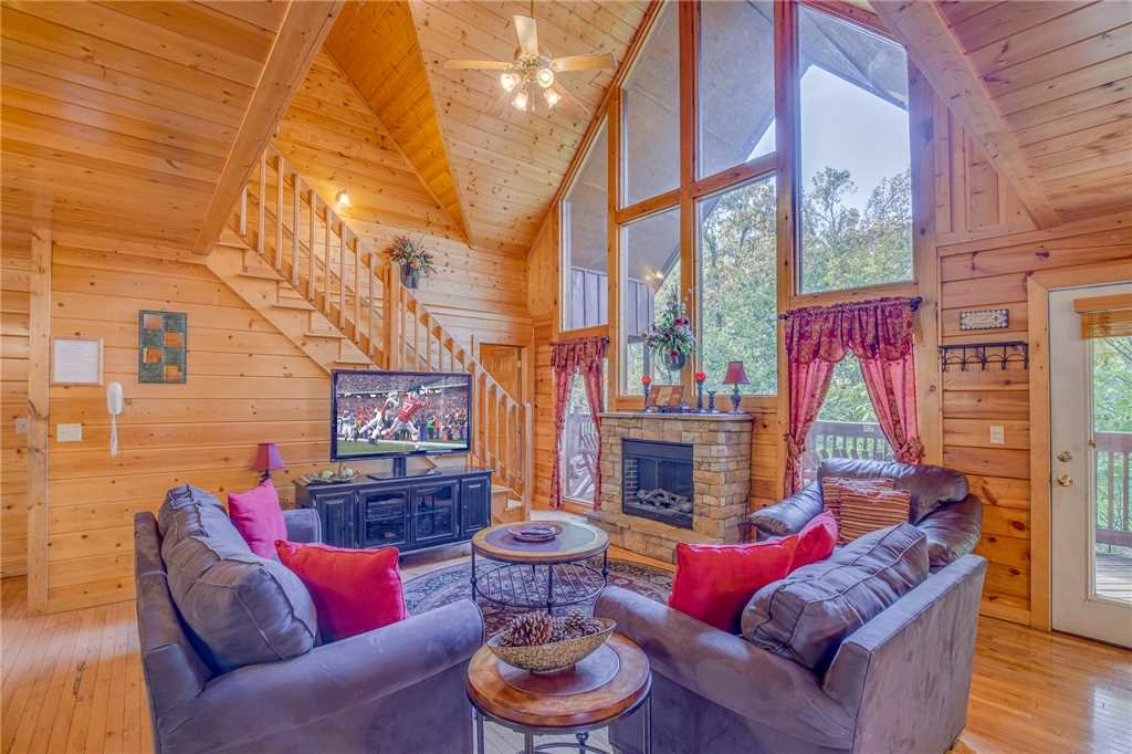 Photo of a Pigeon Forge Cabin named Simple Elegance - This is the first photo in the set.