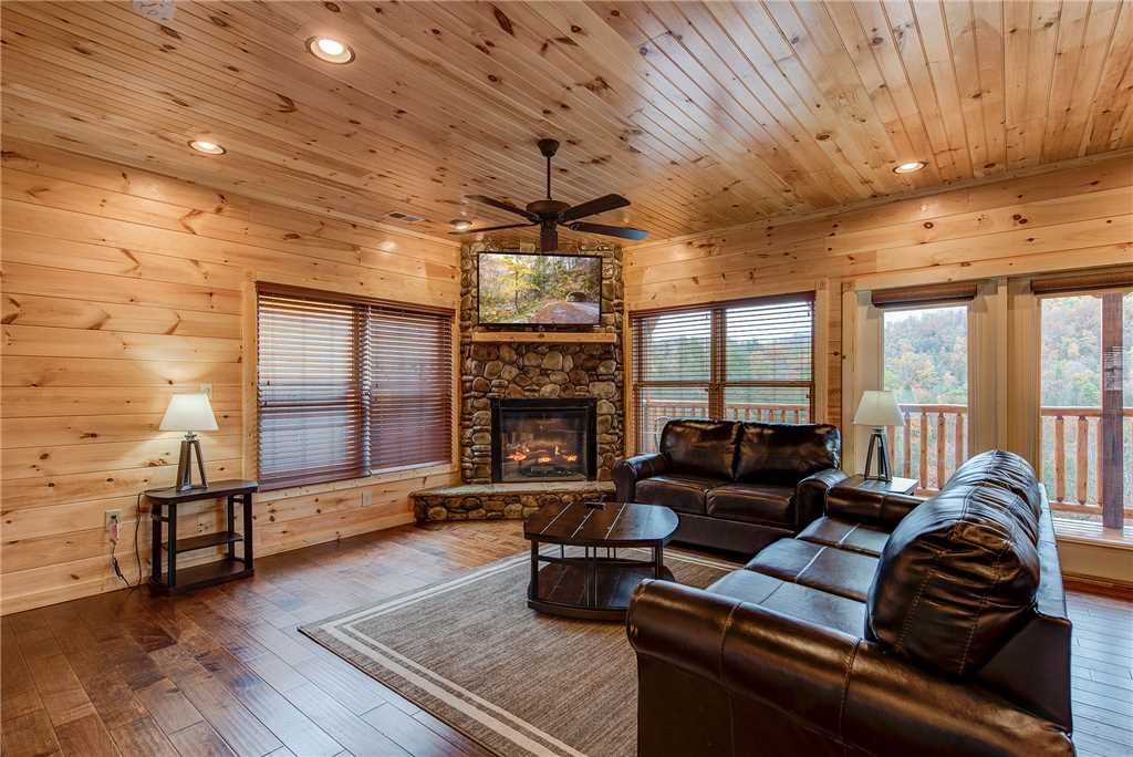 Photo of a Gatlinburg Cabin named Majestic Manor - This is the first photo in the set.