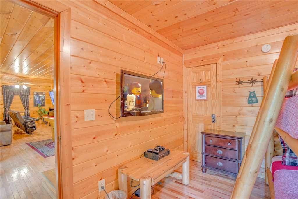 Photo of a Pigeon Forge Cabin named Simple Elegance - This is the twenty-fourth photo in the set.