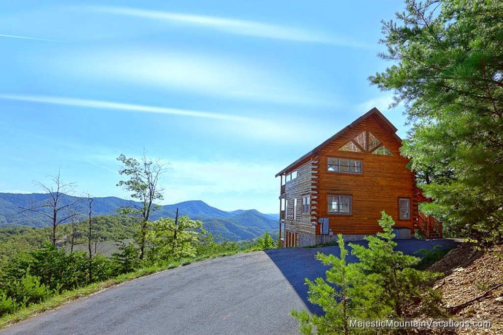 Photo of a Pigeon Forge Cabin named 50 Mile View - This is the first photo in the set.