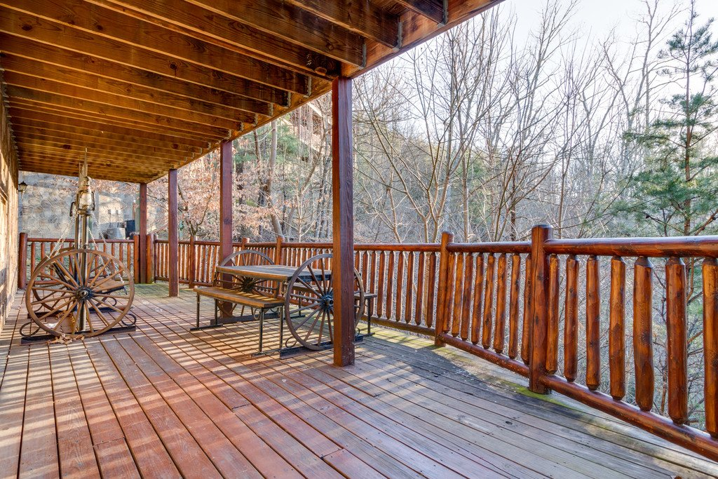 Photo of a Pigeon Forge Cabin named Crazy Horse - This is the fiftieth photo in the set.
