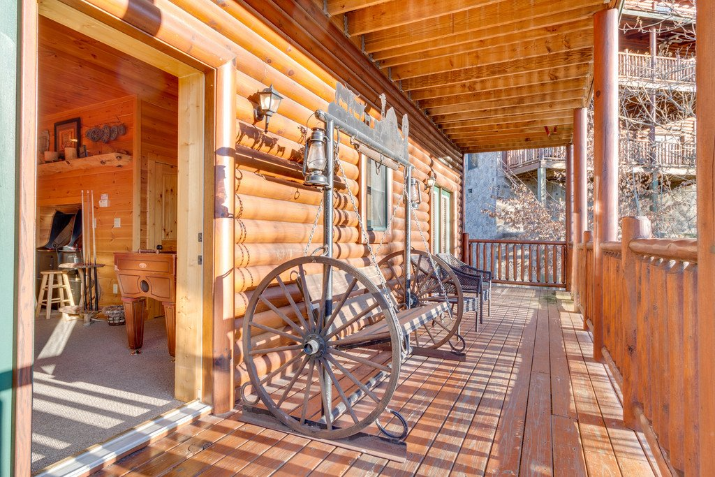 Photo of a Pigeon Forge Cabin named Crazy Horse - This is the forty-eighth photo in the set.