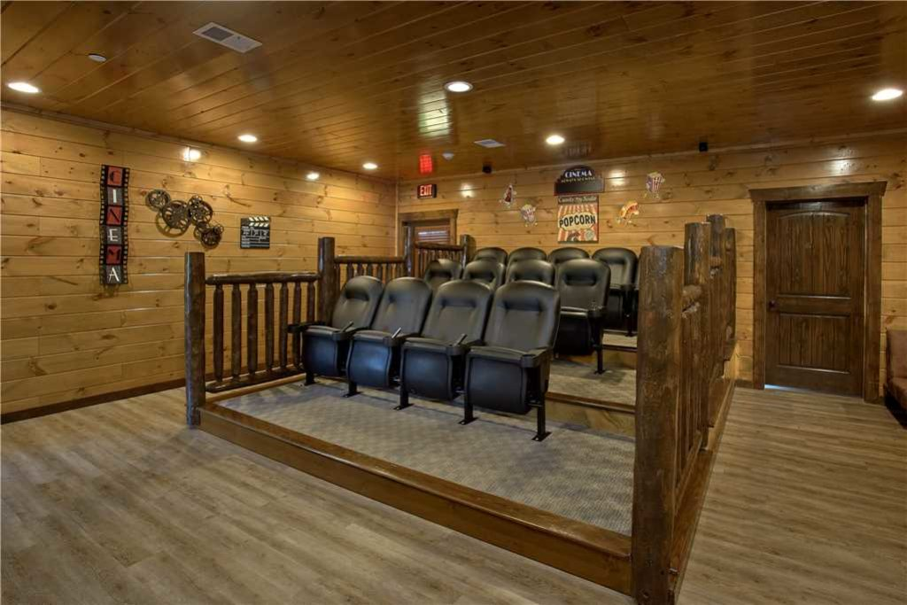 Photo of a Pigeon Forge Cabin named Mountain Splash Lodge - This is the third photo in the set.