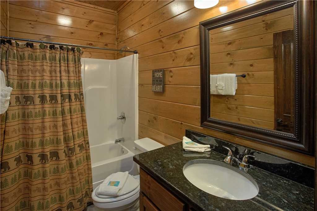 Photo of a Pigeon Forge Cabin named Mountain Splash Lodge - This is the thirteenth photo in the set.