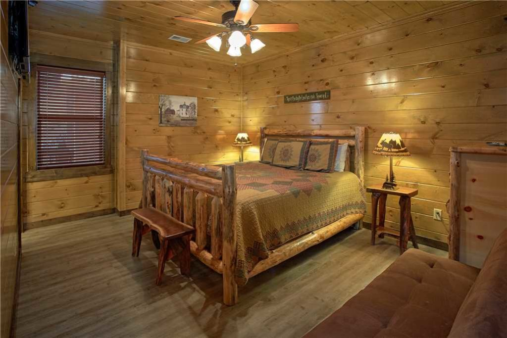 Photo of a Pigeon Forge Cabin named Mountain Splash Lodge - This is the fifteenth photo in the set.