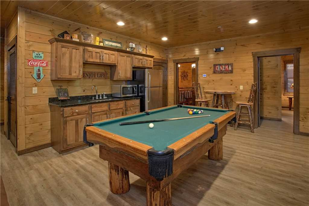 Photo of a Pigeon Forge Cabin named Mountain Splash Lodge - This is the fifth photo in the set.