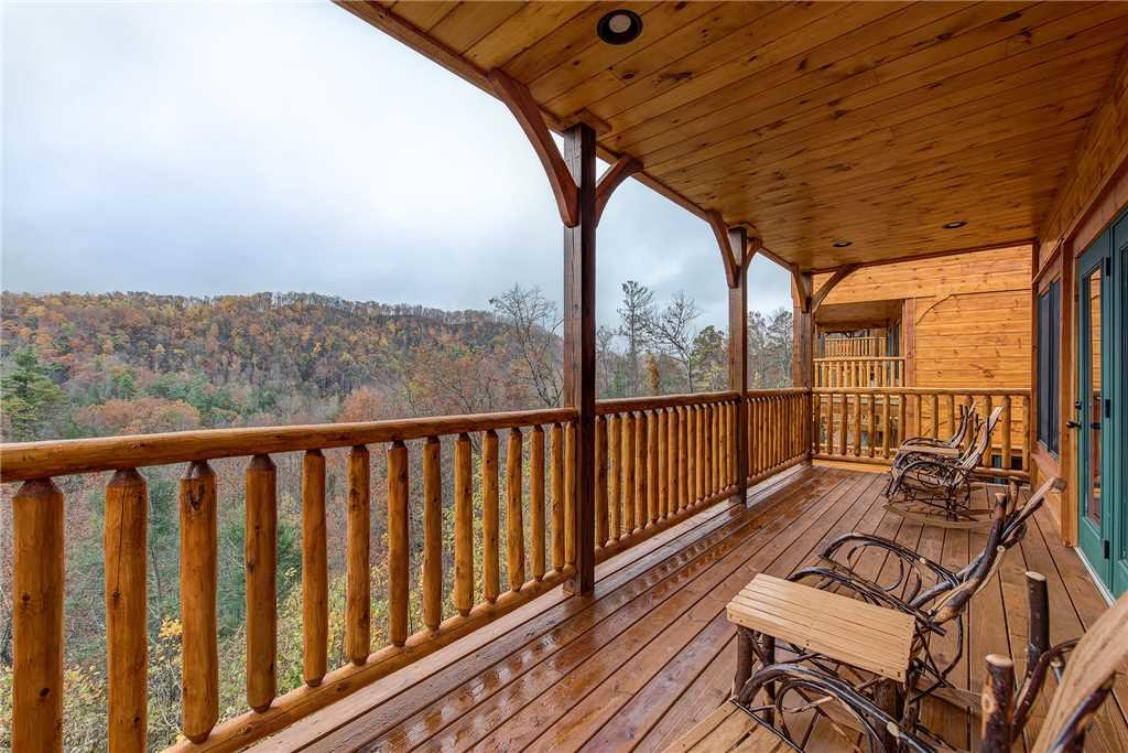 Photo of a Gatlinburg Cabin named Majestic Manor - This is the twenty-third photo in the set.
