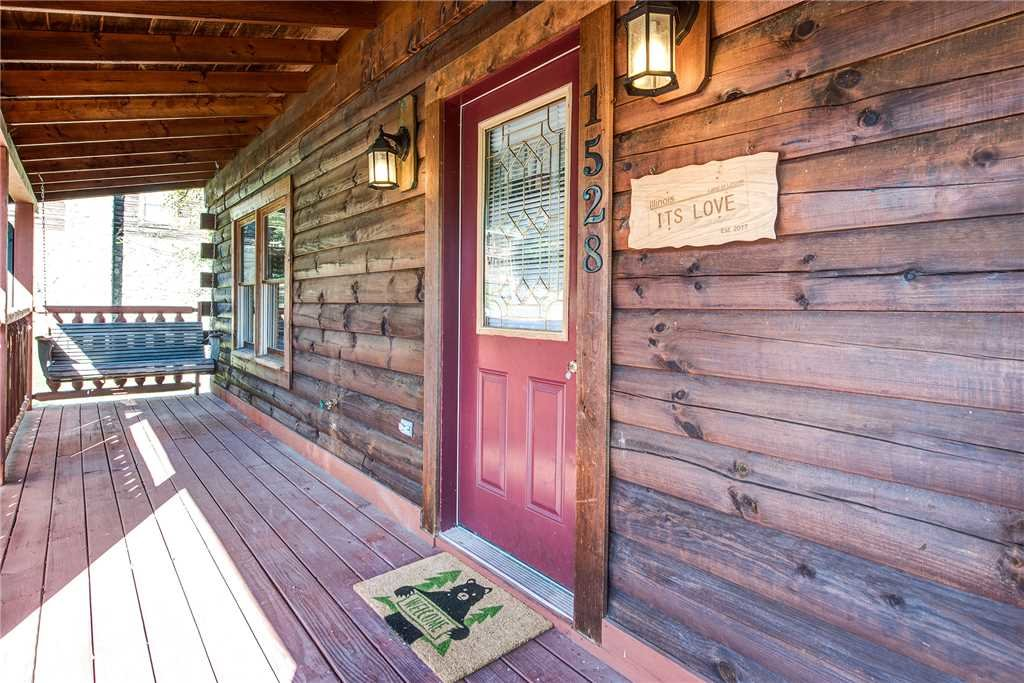 Photo of a Pigeon Forge Cabin named It's Love - This is the twentieth photo in the set.